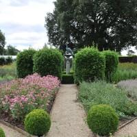 sq-le-manoir-herb-garden-003.jpg