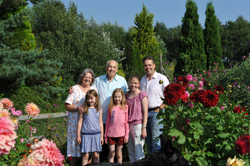Image of Jeremy, Joan, Stephen, Serena, Molly & Milly Shirley